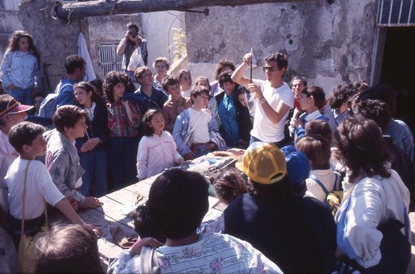 Visiting schoolchildren watch a researcher weighing a ringed bird before release - Photo R. D'Anselmo © 1987